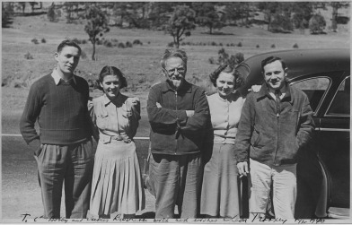 Leon_Trotsky_and_American_admirers._Mexico_-_NARA_-_283642.tif