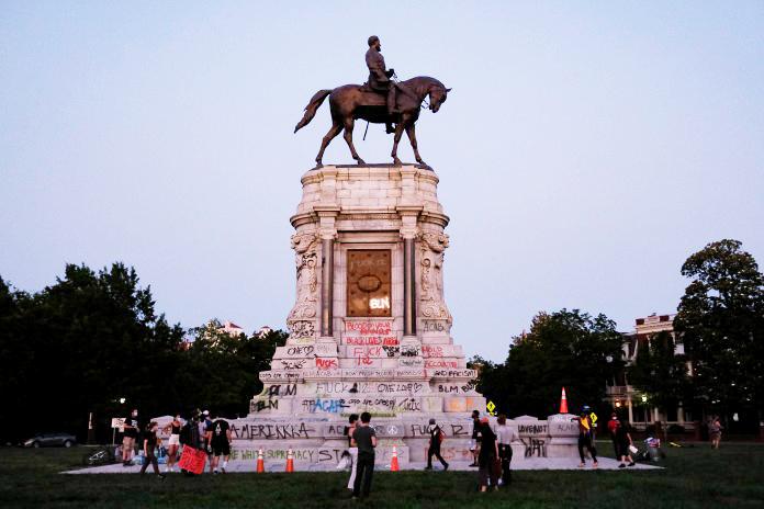 lee-monument- (Ned Oliver - Virginia Mercury)